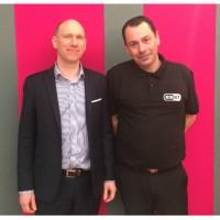 Benoît Grunemwald (à gauche), le directeur des opérations et du martketing d'Athena Global Services, et Thierrry Defois, le directeur du développement commercial de l'importateur. Crédit photo : F.A.