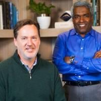 Franck Bien (CEO de Looker) à gauche et Thomas Kurian (CEO de Google Cloud) unissent leurs forces dans l'analytique cloud. (Crédit : D. R.)