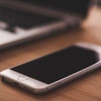 Le marché du smartphone en EMEA subit le ralentissement ressenti au niveau mondial. (Crédit : NegativeSpace)