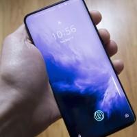 La biométrie, déjà répandue sur les smartphones modernes comme ici le OnePlus 7 Pro, fait partie des potentielles alternatives au traditionnel mot de passe, selon une étude commandée par Okta. (Crédit : Michael Simon, IDG)