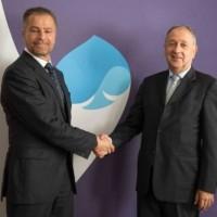 Paul Hermelin (à droite), PDG de Capgemini, aux côtés de Dominique Cerutti, PDG d'Altran, au siège social de Capgemini. (Crédit : Capgemini)