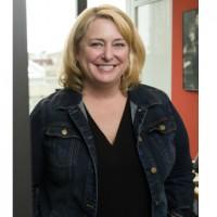 Maureen Lonergan, directrice des formations et des certifications d'AWS :