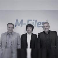 De gauche à droite : Michel Lopez, directeur technique Solutions chez Elit Solutions ; Tong Chhor, vice-président France de M-Files et Bruno Peytavi, PDG d'Elit. (Crédit : M-Files)