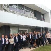 Les équipes de MM Diffusion et de l'agence Nord de DFM réunies pour célébrer le rapprochement des deux entités. Crédit photo : D.R.