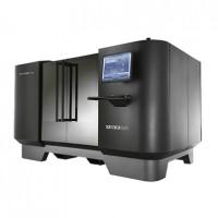 L'Objet1000 est conçue par Stratasys, fabricant qui totalise 38% de parts de marché sur les segments des imprimantes 3D