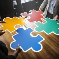 Pour fournir des solutions d'intégration et gestion de l'edge computing, les revendeurs devront s'unir au sein de consortium. (Crédit : rawpixel / Pixabay)