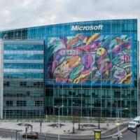 Microsoft fait régulièrement condamner des contrefacteurs de ses logiciels.  Sur son site, l'éditeur dispose d'un espace où les clients ayant acheté sans le vouloir des versions frauduleuses de ses logiciels peuvent le lui signaler. Illustration : D.R.