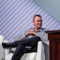 Jeffrey W. Clarke, VP produits et opérations de Dell : « L'environnement du marché des serveurs est rendu difficile par le fait que les clients digèrent actuellement la très forte hausse de leurs achats l'an dernier. Nous continuons à nous focaliser sur l'élargissement de notre base installée d'entreprises qui a crû de 5% pour le cinquième trimestre consécutif. »