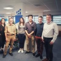 L'équipe actuelle de Compufirst au complet. De gauche à droite : Aurélien Gauthier, Amélie Wouters, Marianne Fraillery, Thierry Van Der Putte, Caroline Fraillery, Clarence Delaval, Nicolas Le Goff, Gwennhaël Audran.