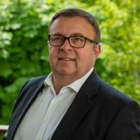 Philippe Rémy, directeur commercial de Ma Solution Dev, et son équipe de cinq personnes sont intallés à Issy-les-Moulineaux. (Crédit : Ma Solution Dev)