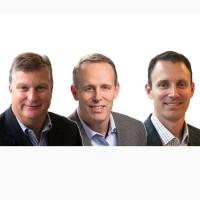 Les fondateurs de Maven Wave, de gauche à droite : Brian Farrar, Jeff et Jason Lee. (Crédit : Maven Wave)