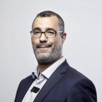 Mounir Ould Ghouil est actuellement le Chef du bureau des achats informatiques et de télécommunication à la Direction des Achats de l'Etat (DAE).