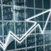 En 2020 , la bonne santé du marché de l'emploi des informaticiens devrait perdurer avec près de 67 000 recrutements prévus, projette l'Apec dans sa dernière enquête annuelle. (Crédit : Pixabay/Geralt)