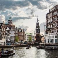 Pour le recouvrement après sinistre, les clients européens d'Oracle disposent entre Francfort et Amsterdam de deux sites indépendants sur ses services cloud autonomes. (Crédit : Amsterdam/Pixabay/Monlaw)