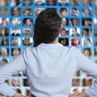 Les entreprises doivent redoubler d'initiatives pour sourcer et fidéliser des profils IT sur un marché ultra-tendu. (Crédit : Pixabay/Geralt)