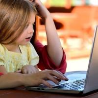 Les sociétés et particuliers peuvent proposer des ordinateurs aux structures de l'aide à l'enfance sur le site de l'opération « Des ordis pour nos enfants ». (Crédit : Chuck Underwood / Pixabay)