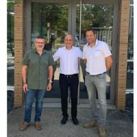 Davy Lange (au centre), le directeur général de C'Pro Networks, entouré de Loïc Carette (à droite) et de Thierry Reboux, les co-fonsateurs d'Alpésys. Crédit photo : D.R.