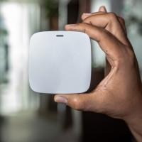 La taille des prototypes de serveurs mesh, associés par Qualcomm à ses chipsets Immersive Home 214, 216, 316 et 318, est inférieure à celle d'un smartphone. (Crédit : Qualcomm)