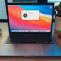 Reprenant le design des modèles Intel, le MacBook Pro M1 13 pouces se positionne en entrée de gamme avec ses deux connecteurs USB-C/Thunderbolt. (Crédit IDG)