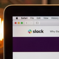 Pour les analystes, un rachat de Slack par Salesforce est bénéfique pour les deux entreprises. (Crédit Photo : Stephen Phillips-hostreview uk/unsplash)