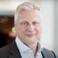 De portée mondiale, le partenariat entre OVHcloud et Capgemini cible les projets de transformation digitale dans le cloud des secteurs privé et public. (Ci-dessus, Aiman Ezzat, directeur général du groupe Capgemini/ Crédit : D.R.)