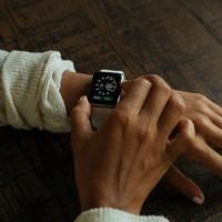 Avec 100 millions d'Apple Watch vendues, les entreprises pourraient s'en servir pour assurer la sécurité du télétravail. (Crédit Photo: