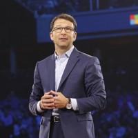 Judson Althoff, vice-président exécutif et directeur commercial de Microsoft : « cette collaboration permettra aux clients des secteurs réglementés d'apporter la puissance du cloud à leurs opérations de back-office, et de changer fondamentalement la manière dont ils exploitent les données pour piloter les fonctions métiers les plus critiques. » Crédit photo : Microsoft
