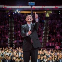 Yuanqing Yang, le CEO de Lenovo : « La prochaine réalité est là et les particuliers comme les entreprises ont désormais des besoins et des usages différents dans un environnement technologique plus intelligent ». Crédit photo : Lenovo