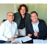 De gauche à droite : Colette safar et yvan taieb, propriétaires de Cyrtel, et Hervé Mangot, président du groupe Saphelec. Crédit photo : Saphelec