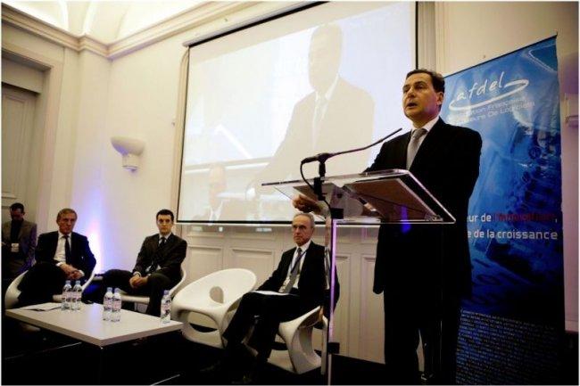 De droite � gauche, Eric Besson, Ministre charg� de l'Economie Num�rique, Guy Berruyer, Pr�sident de Sage, S�verin Naudet, directeur de la mission Etalab, et Patrick Bertrand, Pr�sident de l'Afdel (cr�dit photo :  St�phane Lagoutte)
