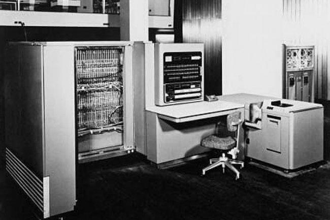 L'IBM 701 qui a servi de cerveau pour la traduction du russe vers l'anglais, crédit D.R.