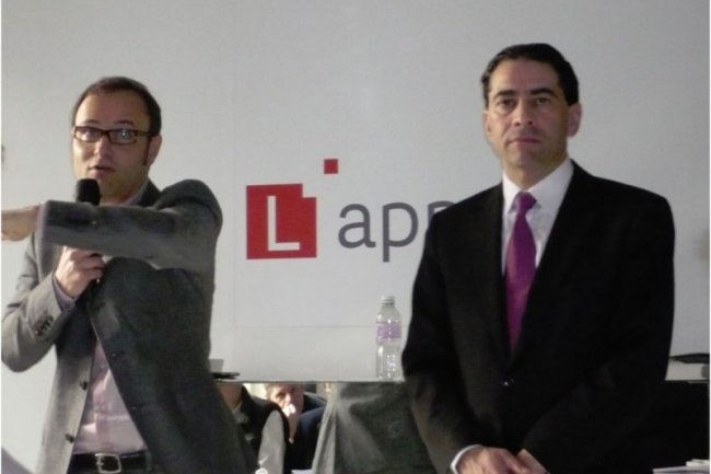 Pierre Barnab�, DG de SFR Business Team (� gauche), et G�rald Karsenti, PDG de HP France, ce matin dans les locaux parisiens de SFR (cr�dit : M.G.)