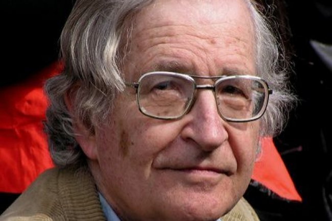 Noam Chomsky, professeur et chercheur en linguistique au MIT, Crédits Duncan Rawlinson