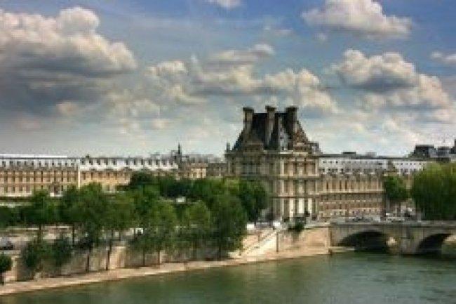 Le Louvre à Paris. Crédit photo Mario Savoia/shutterstock.com
