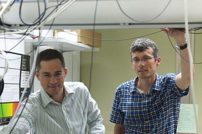 Chercheurs chez IBM, Matthias Walser et Gian Salis, sont à l'origine d'une avancée majeure dans la spintronique, crédit IBM