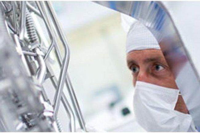 ASML est l'un des principaux fournisseurs de systèmes de lithographie pour l'industrie des semiconducteurs (crédit : D.R.).