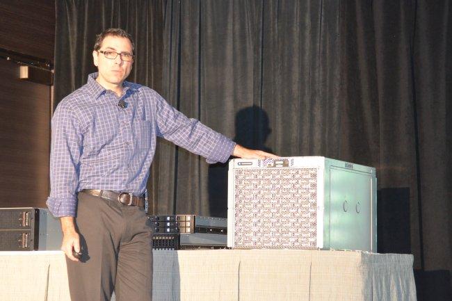 Andrew Feldman d'AMD lors de la présentation du SM15000