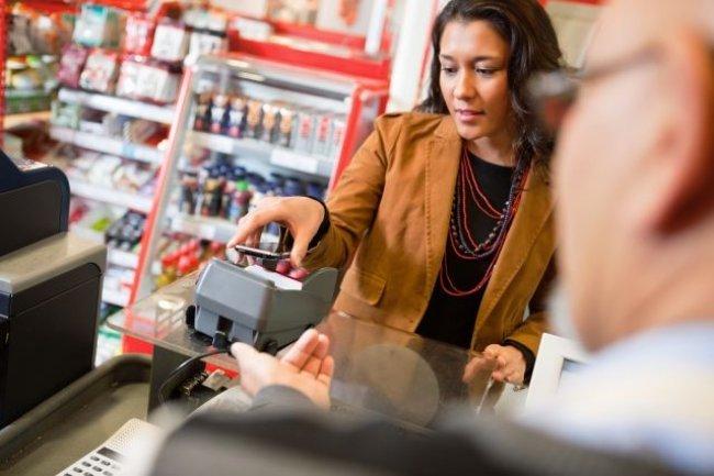 Le paiement par NFC est encore relativement méconnu. Crédit photo : Tyler Olson /shutterstock.com