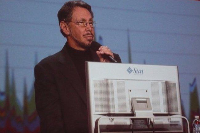 Larry Ellison, PDG d'Oracle, en pleine démonstration de l'exploration des big data, sur OpenWorld 2012 (crédit : M.G.)