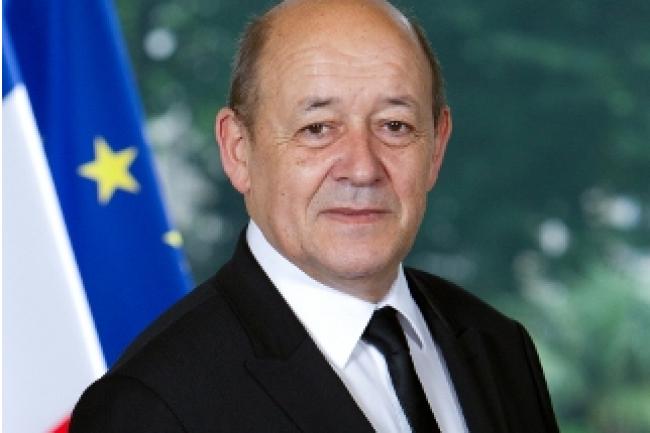Le ministre de la Défense Jean-Yves Le Drian veut rendre les marchés publics de la Défense plus accessible aux PME. (crédit photo : D.R.)
