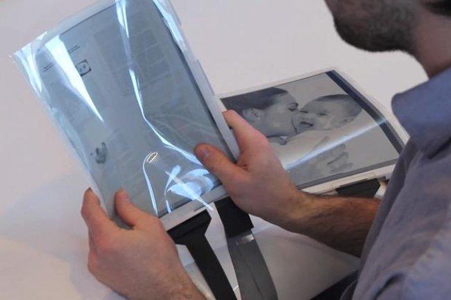 D�velopp�e par Intel, Plastic Logic et la Queens University canadienne, la tablette pourrait �tre disponible dans trois � cinq ans