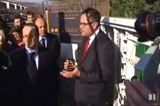 François Hollande à Cournon visitant un répartiteur fibre optique de France Télécom. Crédit FR3