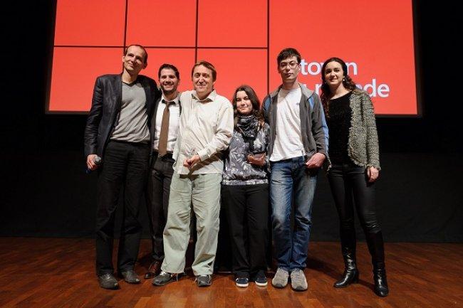 Ci-dessus, les étudiants de l'Université d'Orléans, sélectionnés pour la finale 2013 d'Imagine Cup dans la catégorie Citoyen du monde. Crédit : Microsoft France.