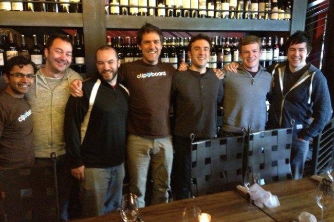 L'équipe de Clipboard - avec Gary Flake au centre - fête son rachat par Salesforce