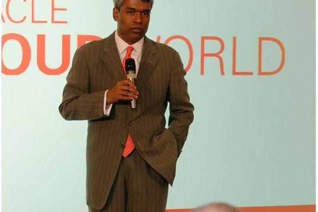 Thomas Kurian, vice président, responsable du développement produits chez Oracle, répond aux questions lors d'un point presse sur CloudWorld, hier à Munich. (crédit : Oracle)