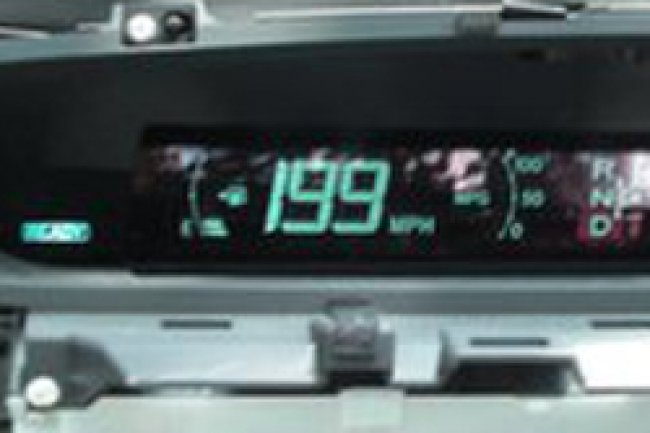 Les chercheurs ont réussi à bloquer le compteur de vitesse avec la voiture à l'arrêt Crédit Photo: IOActive