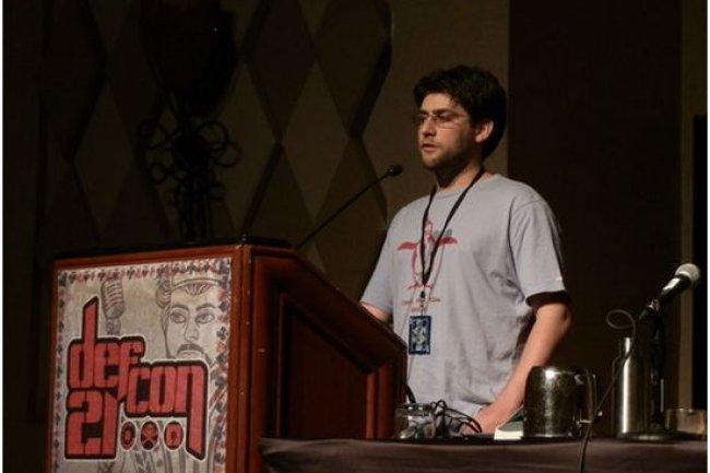 Craig Young, l'un des intervenants de Defcon 21, le 3 août 2013, expliquant les risques que présente la fonction weblogin de Google. (crédit : Lucian Constantin, IDG NS)