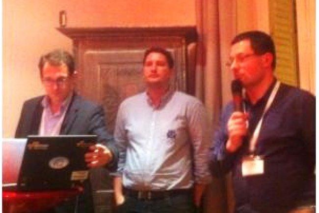 De gauche à droite, Romain Chaumais d'Ysance, Maxime Mézin, data scientist chez PhotoBox, et Laurent Guiraud d'AWS. (crédit : ITNI)
