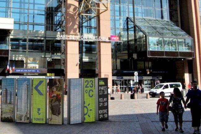 La ville de Lyon a mis en place des panneaux numériques pour meixu informer les habitants. Crédit D.R.