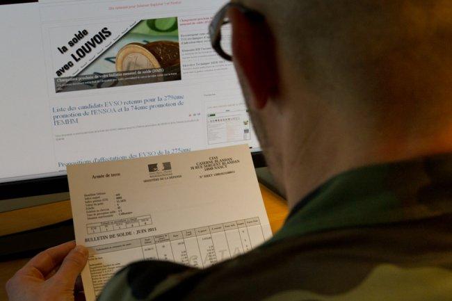 Le logiciel Louvois, responsable de nombreux disfonctionnements dans le traitement des soldes des militaires, est définitivement abandonné par le ministère de la Défense.